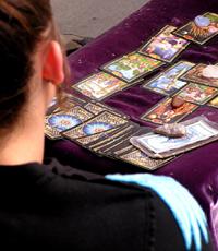 Kartenlegen süchtig